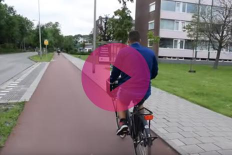 In dit filmpje wordt vertellen Bruno en zijn moeder over het leren van een fietsroute met de OV-coach